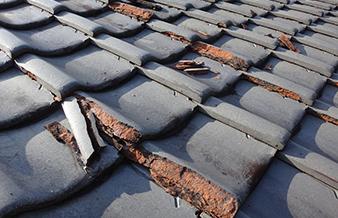 築年数が古いので屋根⼯事を検討中