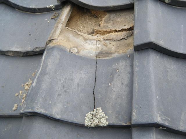 地瓦の割れによる雨漏り3