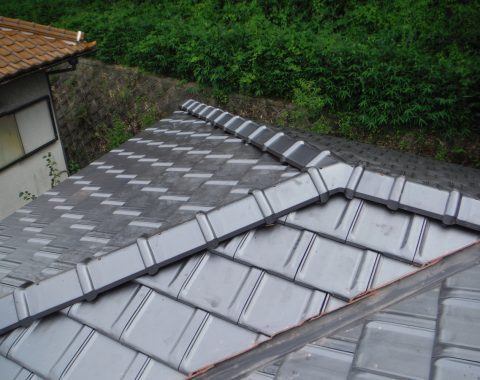 生駒市 シルバー瓦から陶器平板瓦への葺き替え工事サムネイル