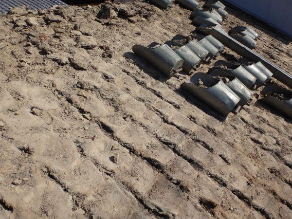 瓦下には大量の葺き土がありました。サムネイル