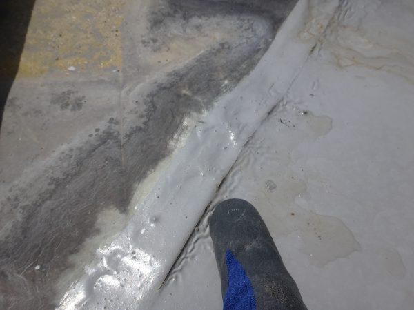 防水塗装の亀裂で雨漏りしていますサムネイル