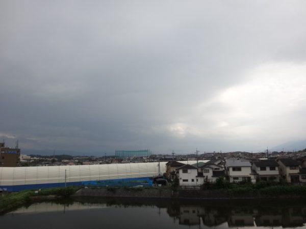 最近は雲の流れをよく見ています。サムネイル