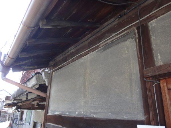 天井と壁に大量の雨漏りの跡がありましたサムネイル